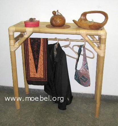 Freistehende Garderobe aus Bambus, hell