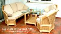 Sofas und Tisch